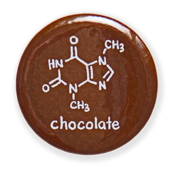 DEZE BRUINE BUTTON TOONT DE STRUCTUUR VAN EEN CHEMISCHE STOF IN CACAO OF CHOCOLADEhttp://chemisttree.com/collections/button/products/chocolate-button