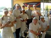 de leerlingen van Bakkerijschool Hasselt met Nicolas Lambert, directeur van Fairtrade Belgium